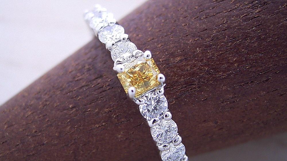 婚約指輪、購入金額の平均額のカラクリ