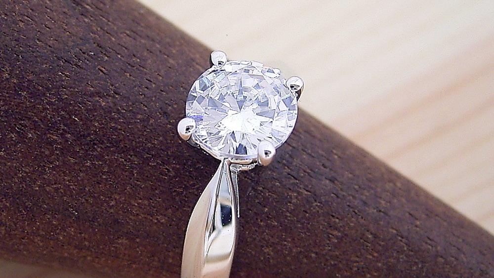 婚約指輪はいつ着けたら良いの?