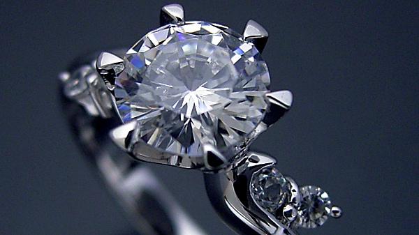 婚約指輪で最低限の品質の1カラットダイヤモンドはどんな物を選べば良いのか?