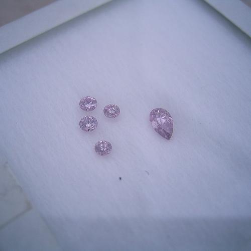 ピンクダイヤモンドってどれが一番良い色なのか?