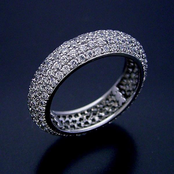 サイズ直しが出来ない指輪の製作は気を使うし時間もかかる
