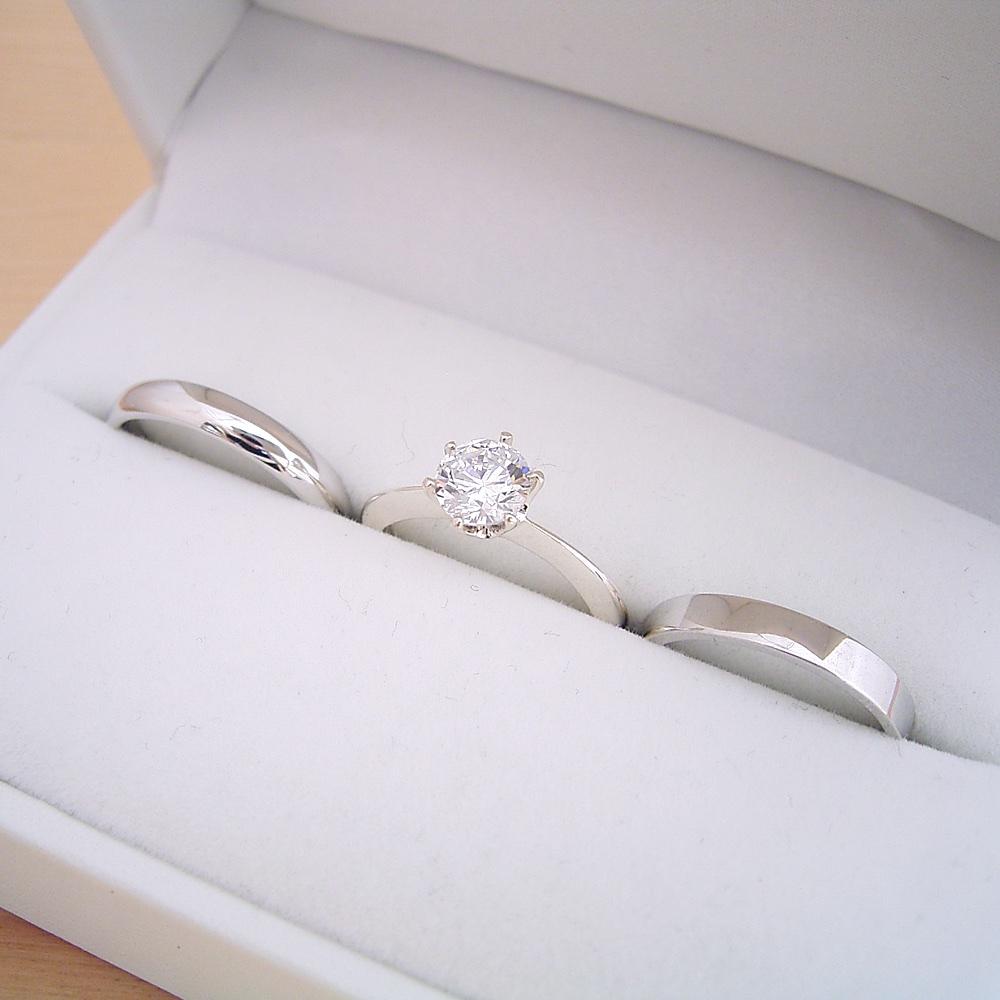 婚約指輪と結婚指輪のブライダルリング3本セットの販売が好評な理由
