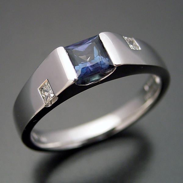 アレキサンドライトで婚約指輪はありますか?
