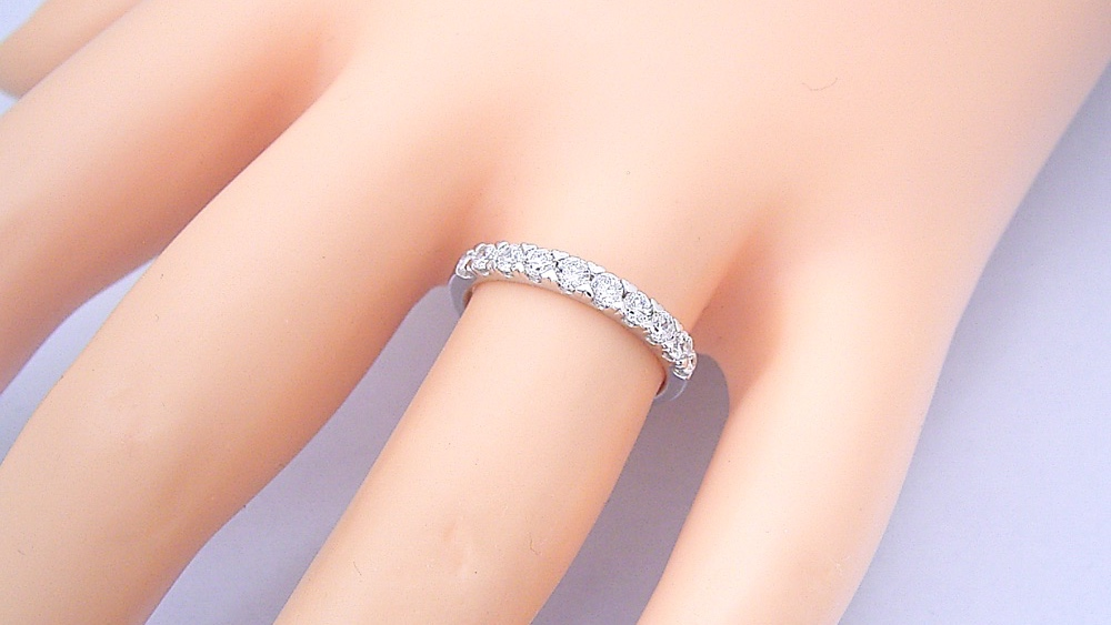エタニティリングがベストな婚約指輪であり、結婚指輪である。