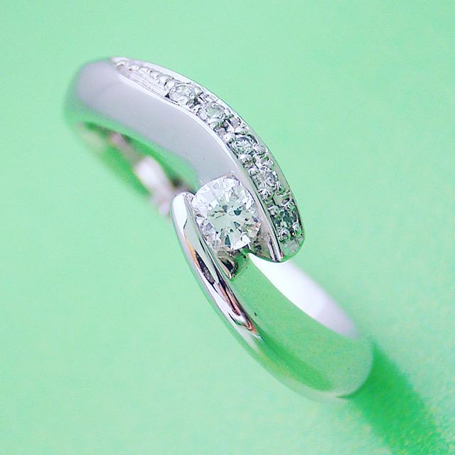 シンプルなのに豪華な細身の指輪って・・・