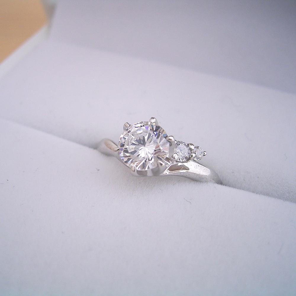 1カラットの婚約指輪を反対される