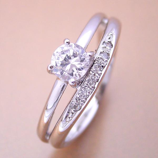 初めから重ね着けしているようにデザインされた婚約指輪 [BE-32]