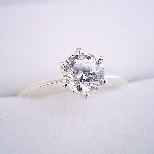 1カラットの婚約指輪で60万円という価格は安いのか?